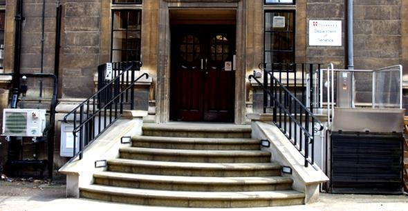 Dept entrance with lift